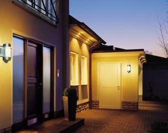 Mehr Geld in der Urlaubskasse – Energie sparen im Urlaub | Lampe Magazin