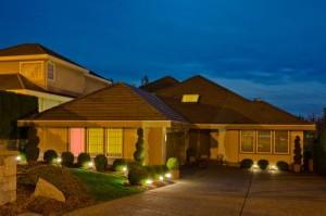 Die Außenbeleuchtung setzt das Heim effektvoll in Szene.