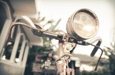 Für die Fahrradbeleuchtung kommen zahlreiche verschiedene Lampen-Systeme in Frage