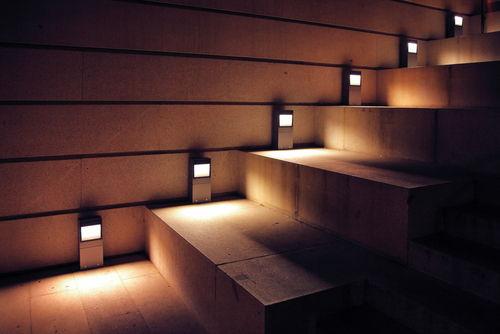 Licht Im Treppenhaus beleuchtung für treppen sicherheit bei jedem schritt le magazin