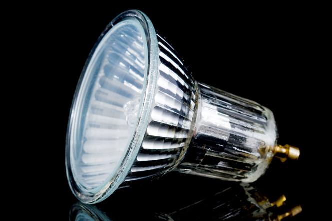 hochvolt und niedervolt halogenlampen lampe magazin. Black Bedroom Furniture Sets. Home Design Ideas