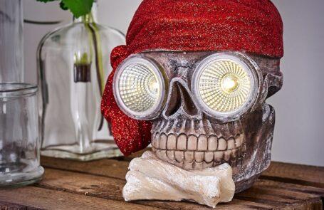 Eine Totenkopf Lampe aus unserem Onlineshop